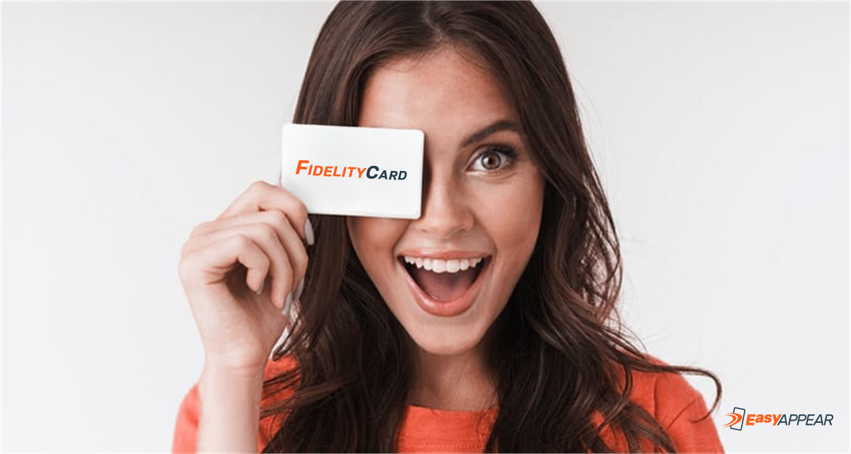 Ragazza con Fidelity Card